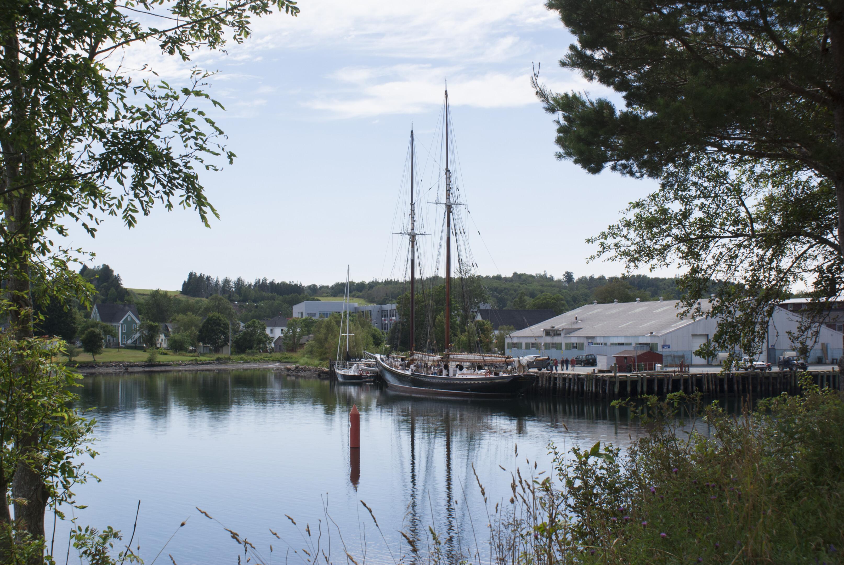 Kijkje op de haven van Lunenburg in Canada