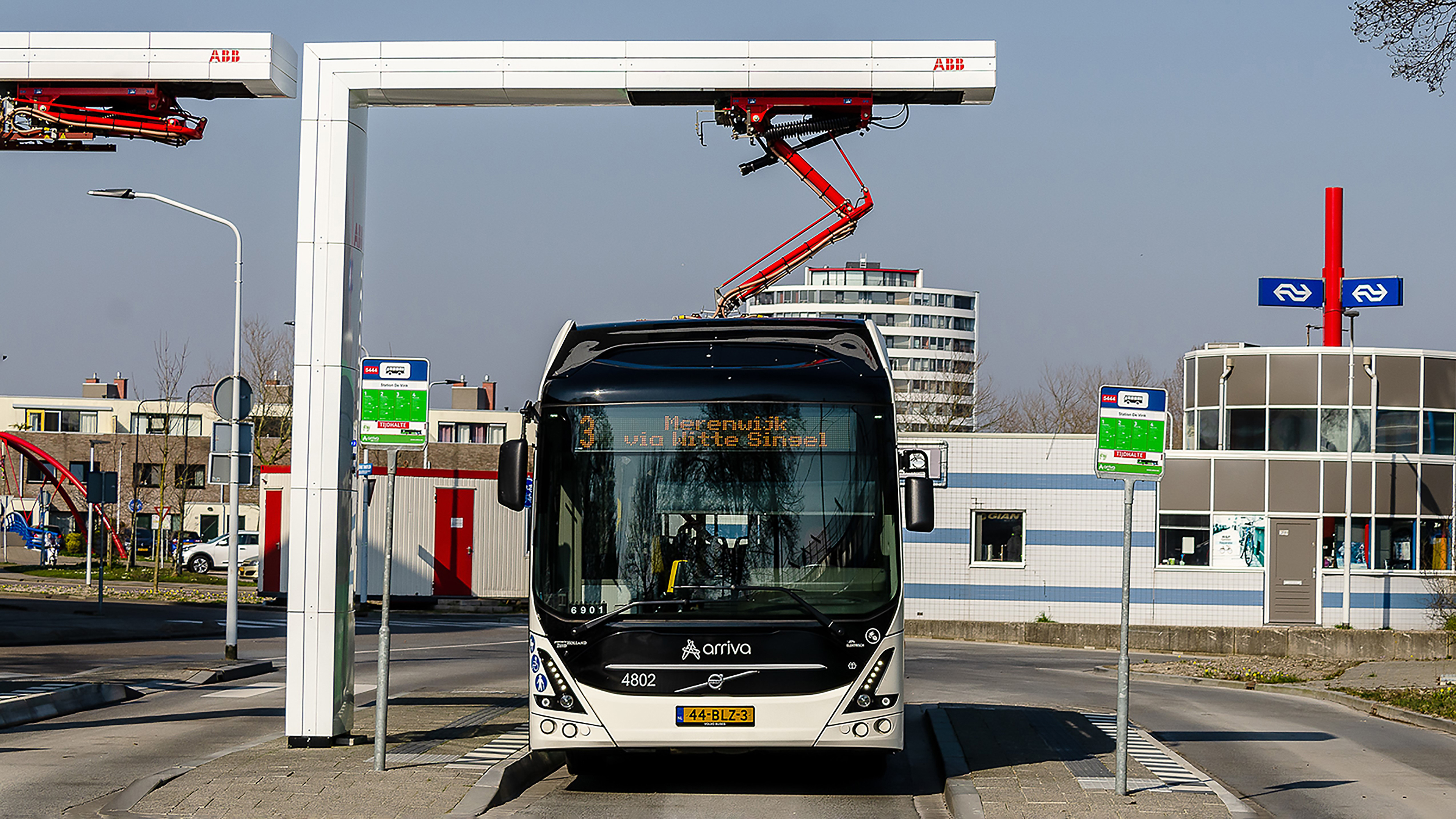 Laadstation bij Station de Vink Leiden